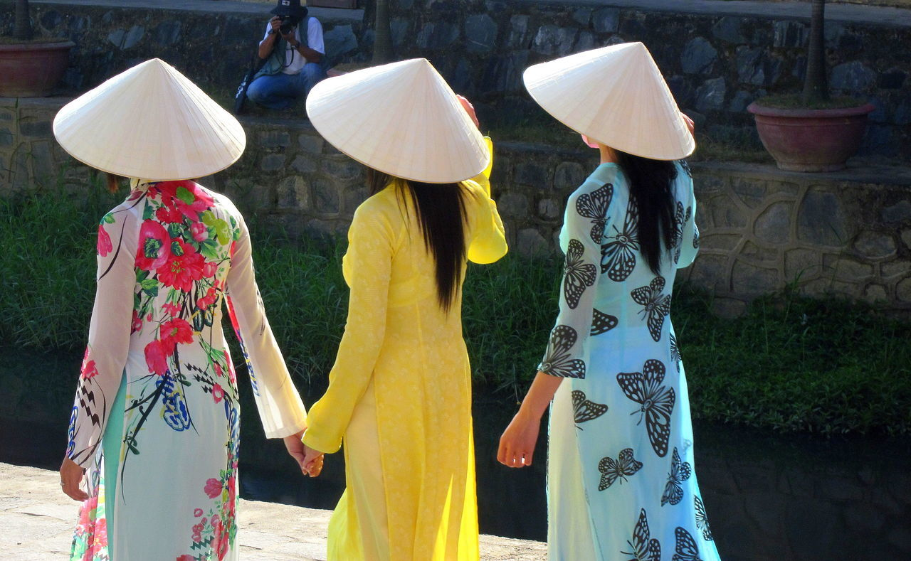 Ao Dai Festival Ao Dai Vietnam Beautiful Beautiful Nature Cultures Day Hoi An Hoi An, Vietnam Leisure Activity Lifestyles Multi Colored Non La Non La Vietnam Outdoors South East Asia South East Asian Girls Variation Vietnam Vietnamese Vietnamese Girls Vietnamese Women 's Museum Vietnamesegirl áo Dài ❤