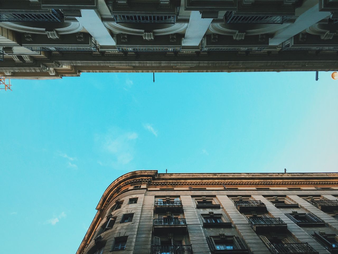'Round the corner. Architecture Looking Up Blue Sky Concrete Jungle Wanderlust Vscocam VSCO Traveling