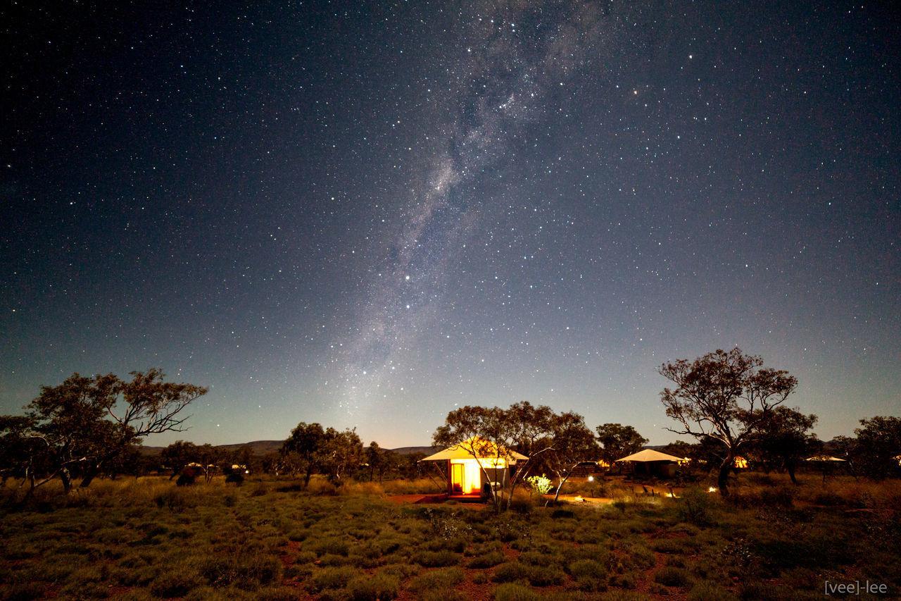 a 'regular' night at Karijini Eco Retreat in the Karigini National Park with a full moon. it was a dream in dream Australia Australian Landscape Desert FullMoonLight Karijini Eco Retreat Karijini National Park Milky Way Nightphotography Stars Starscape Tents