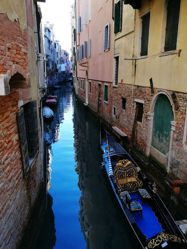 Venice Italy 🇮🇹 Lovely Winterday Dailylife Sunny Day🌞 Trip To Italy Waterway Gondola No People Clothes On The Line Canal