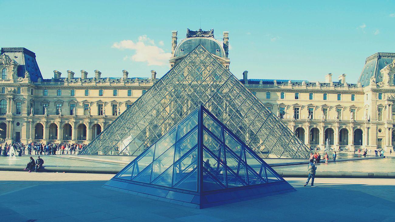 Musée Du Louvre Paris, France  Monument Photography Firts Eyeem Photo Ville Lumière Historical Monuments Tchdwnprod