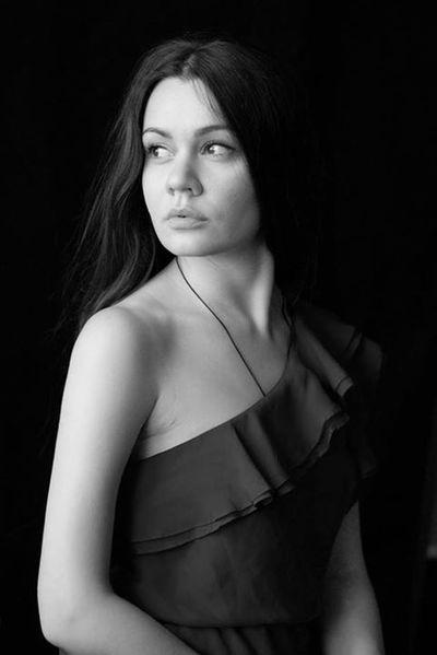 The Portraitist - 2014 EyeEm Awards Valeriedesign Girl Blackwhite