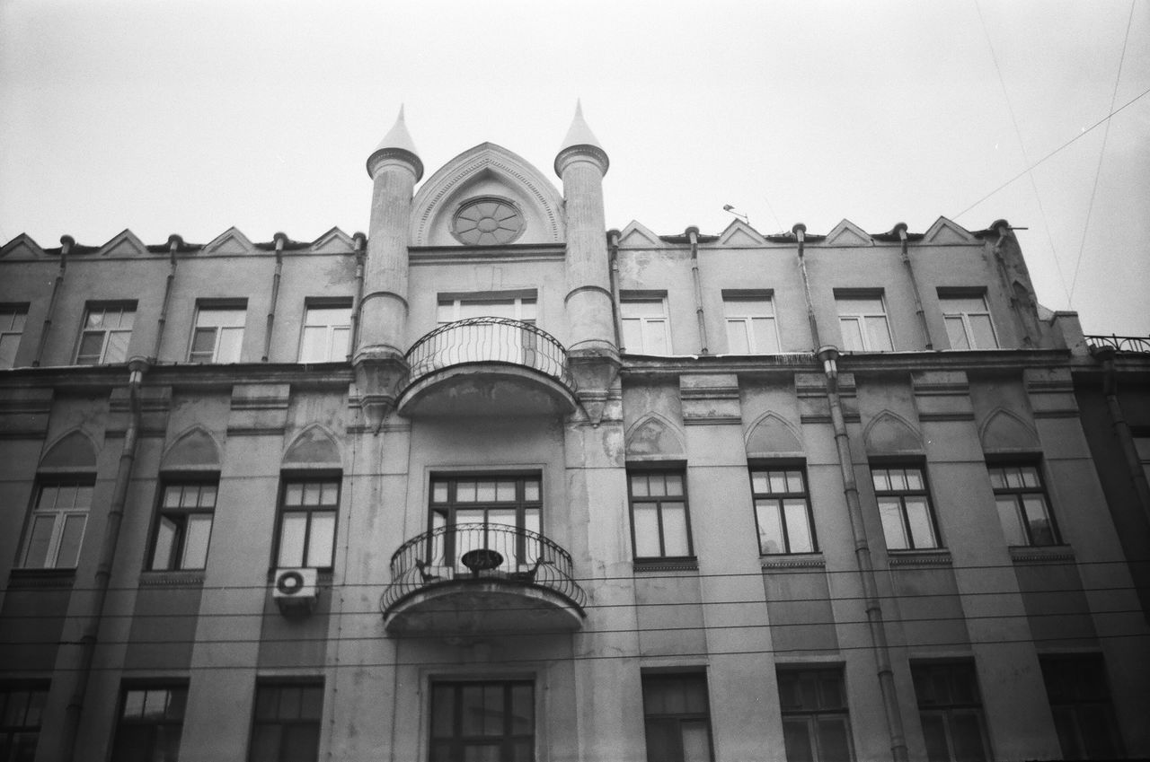 Architecture Window Built Structure Building Exterior Low Angle View Façade Residential Building Building Shadow Doublecolors Façade Anticolors Saintpetersburg Facades Black And White Blackandwhite 50shadesofgrey Grayscale Monochrome FiftyShadesOfGrey Monochrome Photgraphy Streets City Life Power Cable Architecture