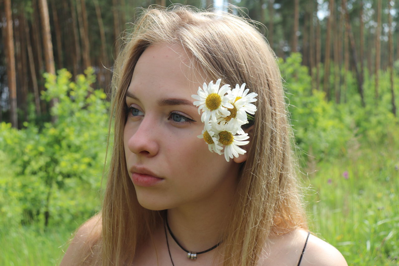 Blond Hair Day Flower Nature One Person Outdoors Portrait Young Adult Young Women