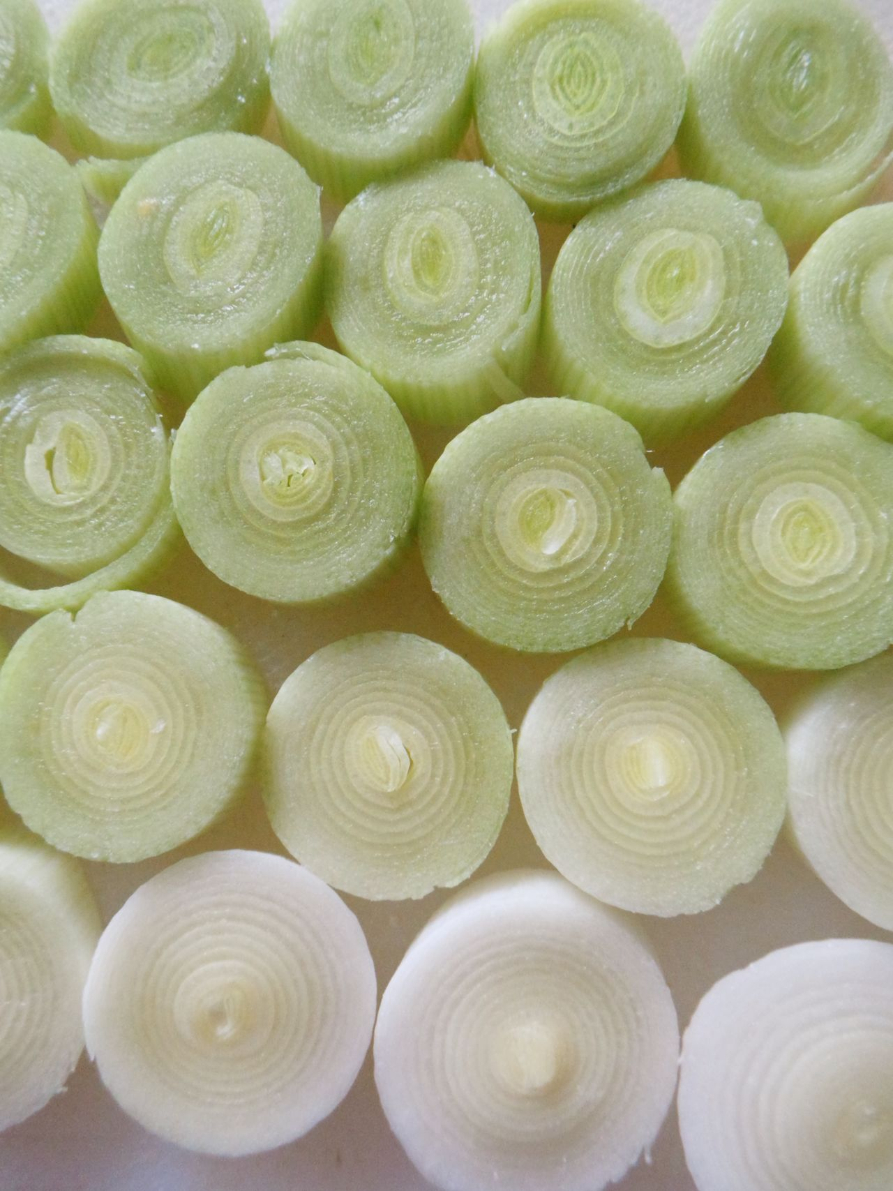 Backgrounds Beautifully Organized Close Up Close-up Cut Leeks Cut Vegetables Day Detail Food Food Photography Food Preparation Fresh Freshness Freshness Full Frame Green Green Color Green Color Leeks Maximum Closeness No People Pattern Raw Raw Food Vegetable