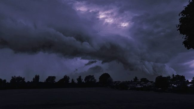 StormTouchdown Storm Clouds Stormy Sky Dramatic Sky Storm Chasing Perfect Storm EyeEm Nature Lover Eye4photography  Exceptional Photographs EyeEm Best Shots Tadaa Community Eyeem Market Striving For Excellence Eyeem Collection Monochrome My Cloud Obsession☁️