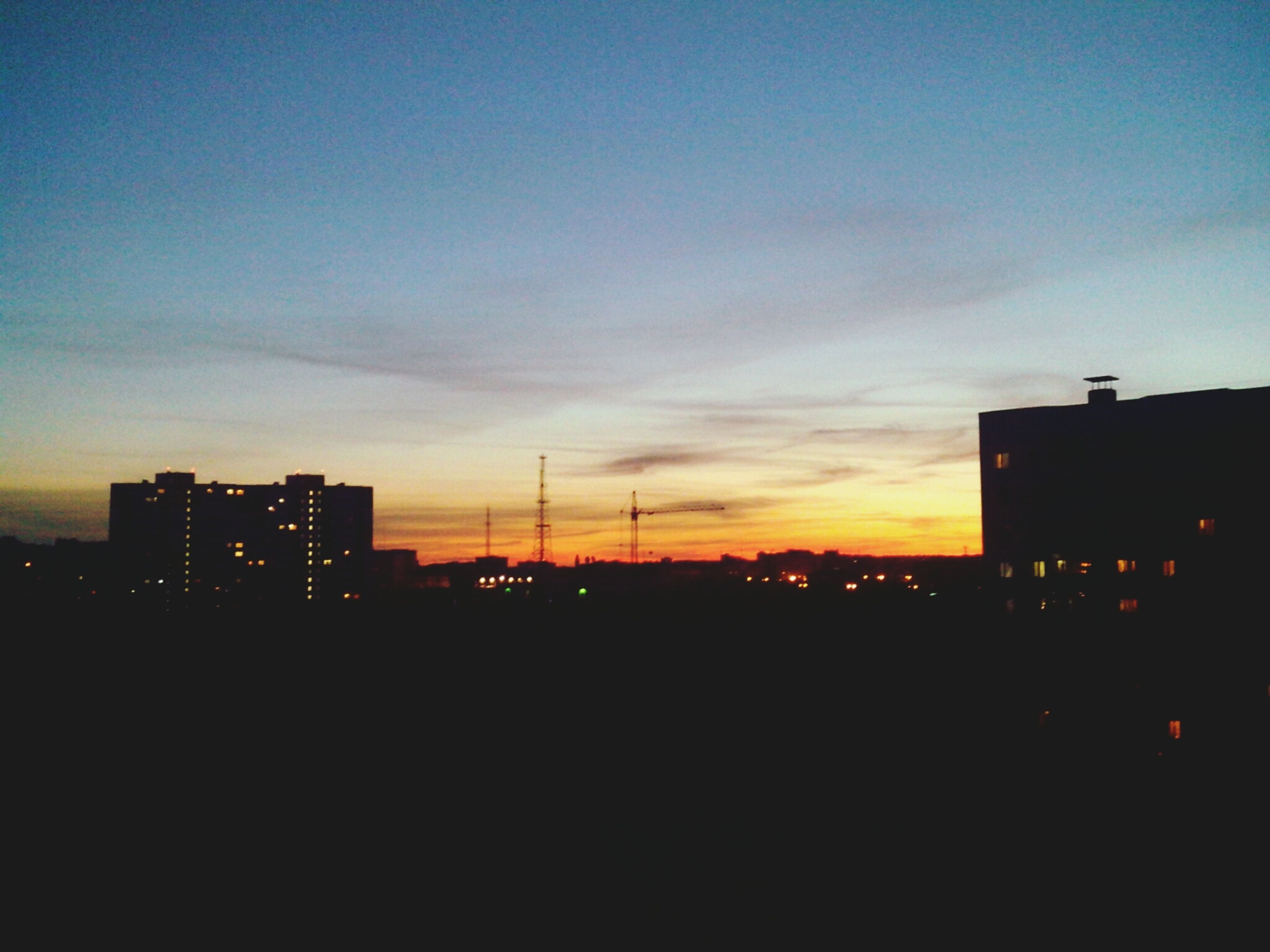 silhouette, building exterior, sunset, architecture, built structure, city, sky, copy space, dark, building, residential structure, dusk, residential building, cityscape, orange color, outdoors, no people, house, outline, residential district