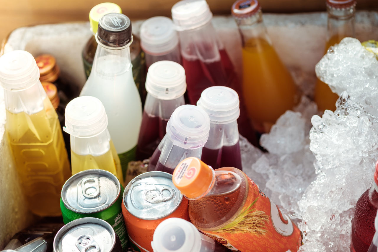 Soft drinks in ice bucket Beverage Drinking In The Afternoon Drinking Water Bottle Bucket Buckets Choice Close-up Day Ice Large Group Of Objects No People Soft Drinks Sparkling Water Sparkling Water In Autumn Water ıce