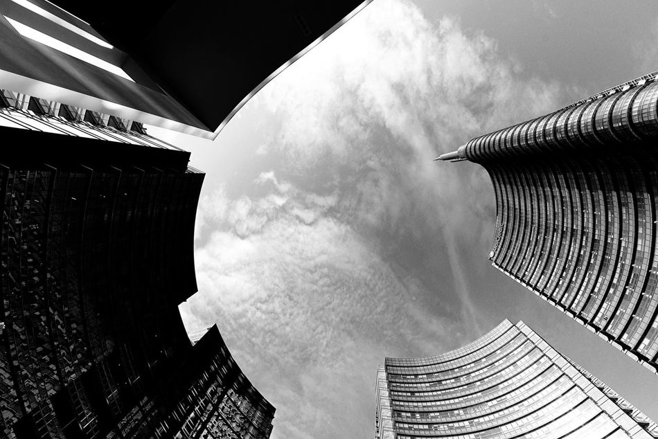 14 24 Nikon Architecture Architecture_bw Black And White Building Skyscraper Tall - High Vanishing Point Wide Angle