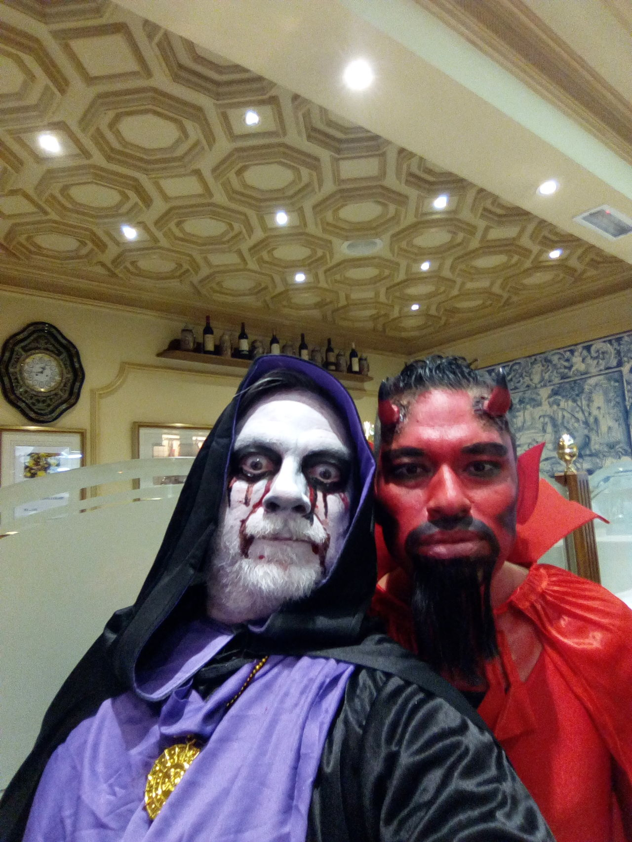 Men Looking At Camera Real People Bizarre Lifestyles Portrait Indoors  Facial Expression Two People Spirituality Make-up Celebration Leisure Activity Women Adults Only Well-dressed Adult People fancy dress Dark Lord Selfieoftheday Madrid WePLUS Weimei Plus WeiMei Smart Phone Weimei