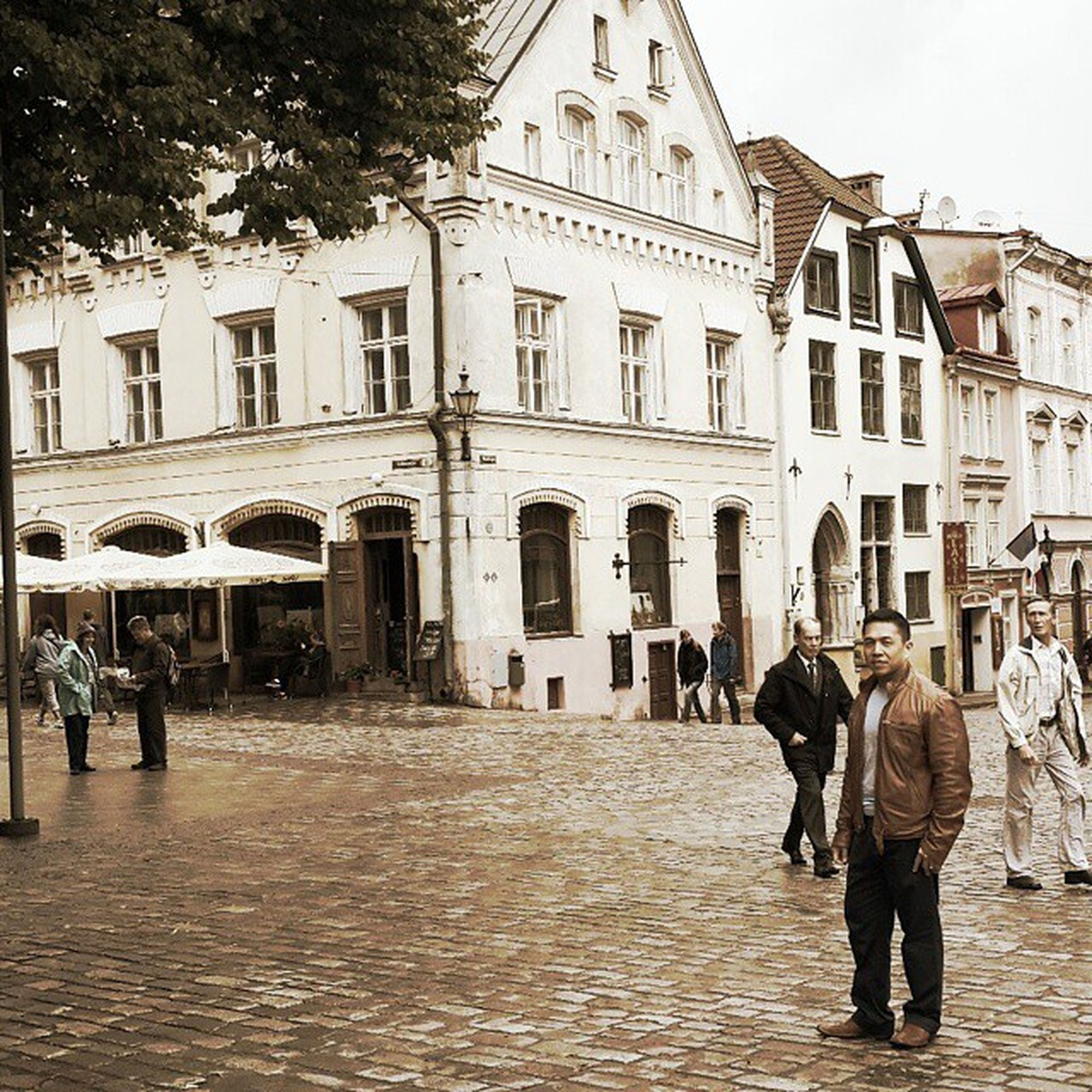 building exterior, architecture, built structure, walking, men, person, lifestyles, city, street, full length, city life, leisure activity, building, rear view, cobblestone, large group of people, day, outdoors