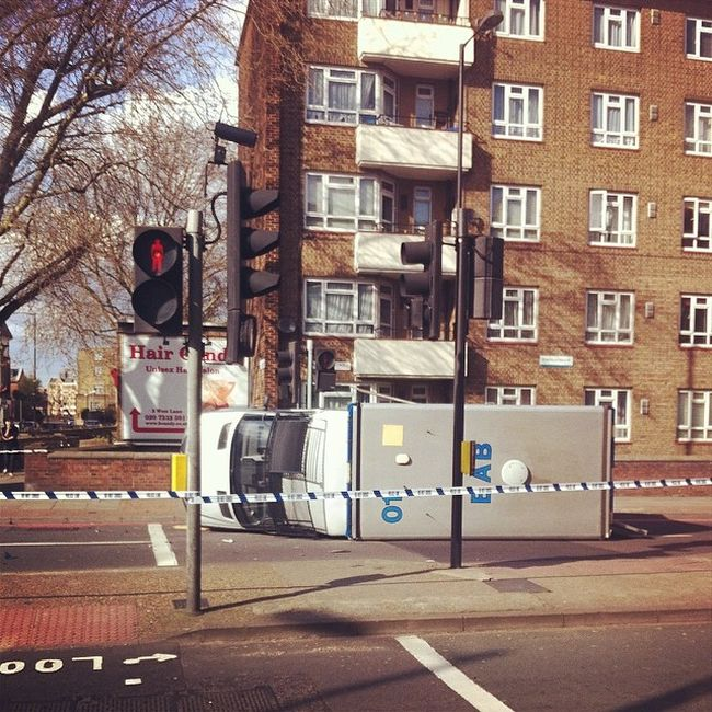 I'm not too sure this is the correct way to approach a traffic light. Policevan Fail Bermondsey