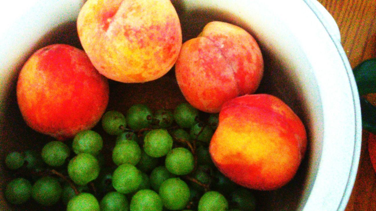 сочно лучшаяеда вкусно#вкуснятина#фрукты#виноград#черешня#лето персики ялюблюлето