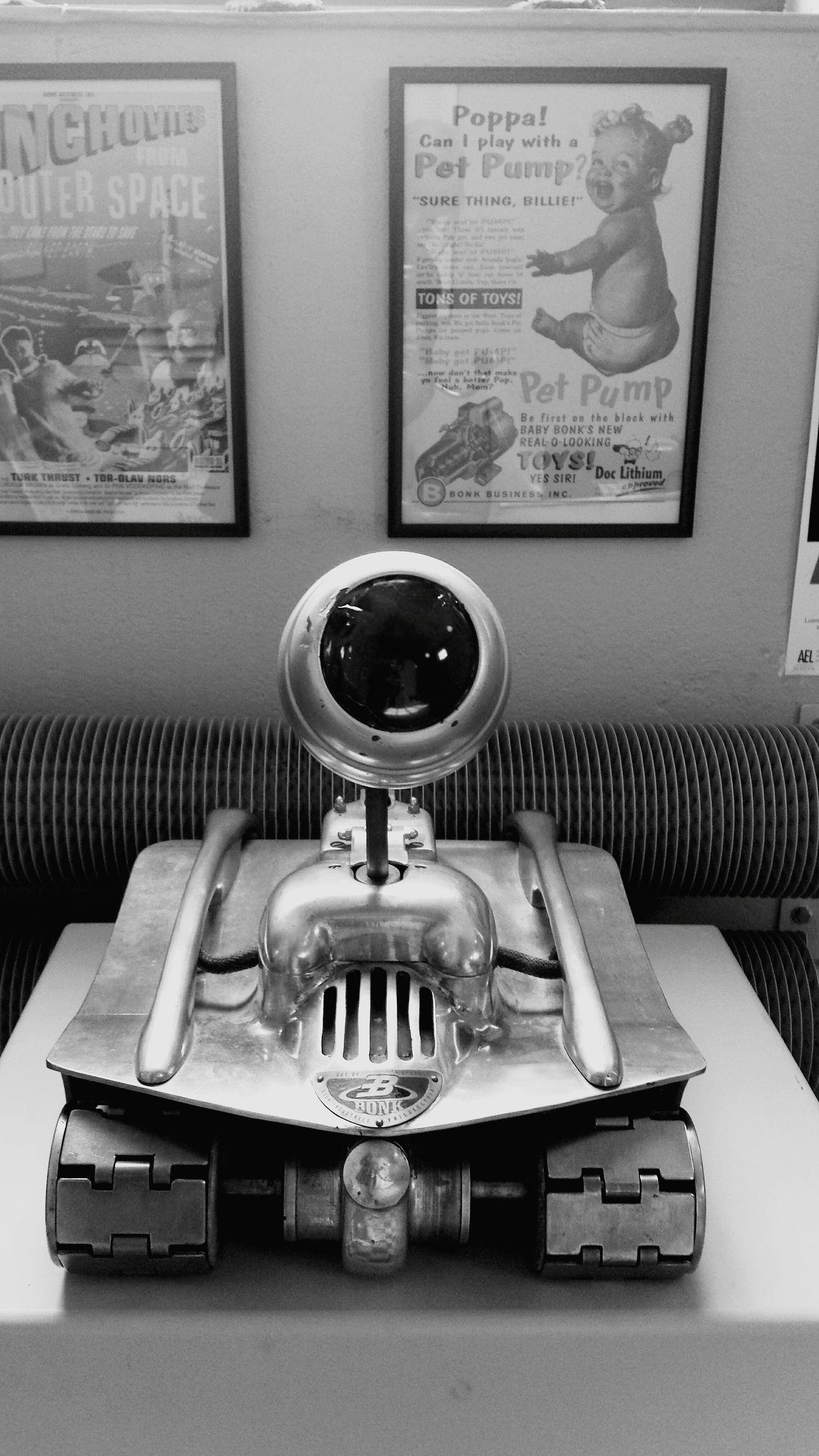 Suomi Uusikaupunki Museum Bonk Crazy Stuff Daniel Düsentrieb Spion Robot Hello World Black And White