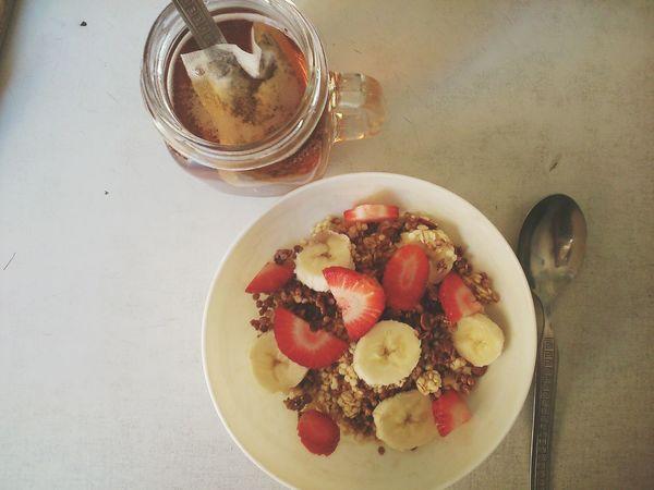 Breakfast Blacktea Vegetarian Food Vegan Peskatarian Banana Müsli Strawberry Delicious