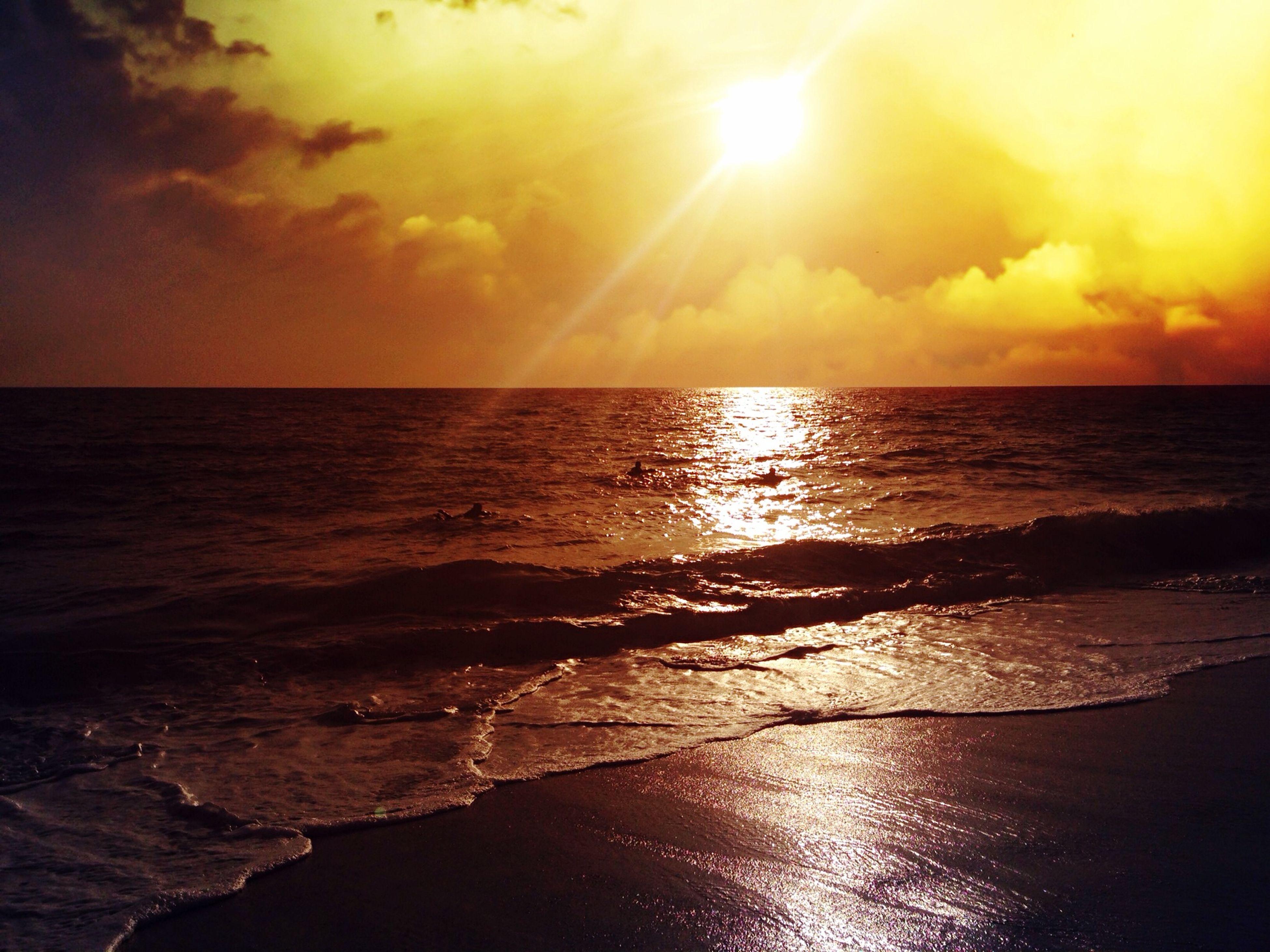 sea, water, horizon over water, sunset, scenics, tranquil scene, sun, beauty in nature, sky, tranquility, reflection, beach, idyllic, orange color, nature, shore, cloud - sky, wave, seascape, sunlight