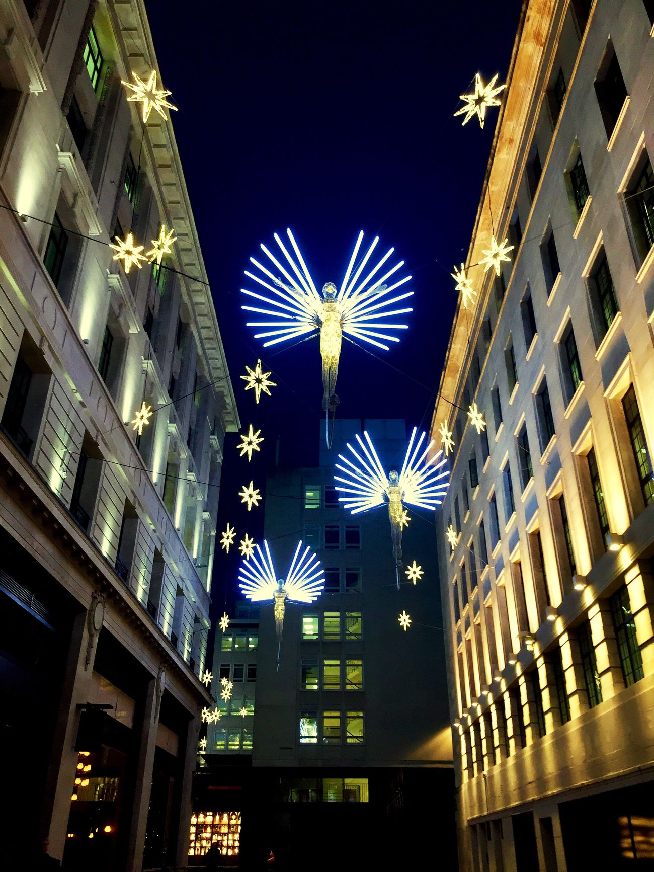 My favourite picture that I've taken in London and has such a special meaning to me ❤Angels of Regents St London xmas 2016 Regentstreet Xmas Lights  Londonlife #ängel