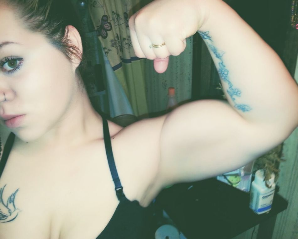 Do you even lift, bro? Fitness Girlswithmuscles Weightloss Weighttraining Arm Sholder Girl Getting In Shape Fitlife