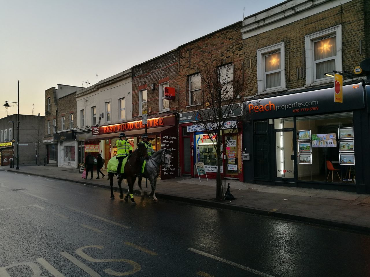 London Horse Police Neiborhood Evening Winter