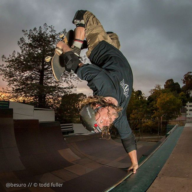 Monday afternoon reminiscing on the weekend's sessions... Last thing I did yesterday at Verkeley ... Sofa King™ tired at this point last night but I had to land one. First decent tuck knee invert in a while. Thank you for the photos @besuro! Thankyourphotographer Thankyouskateboarding