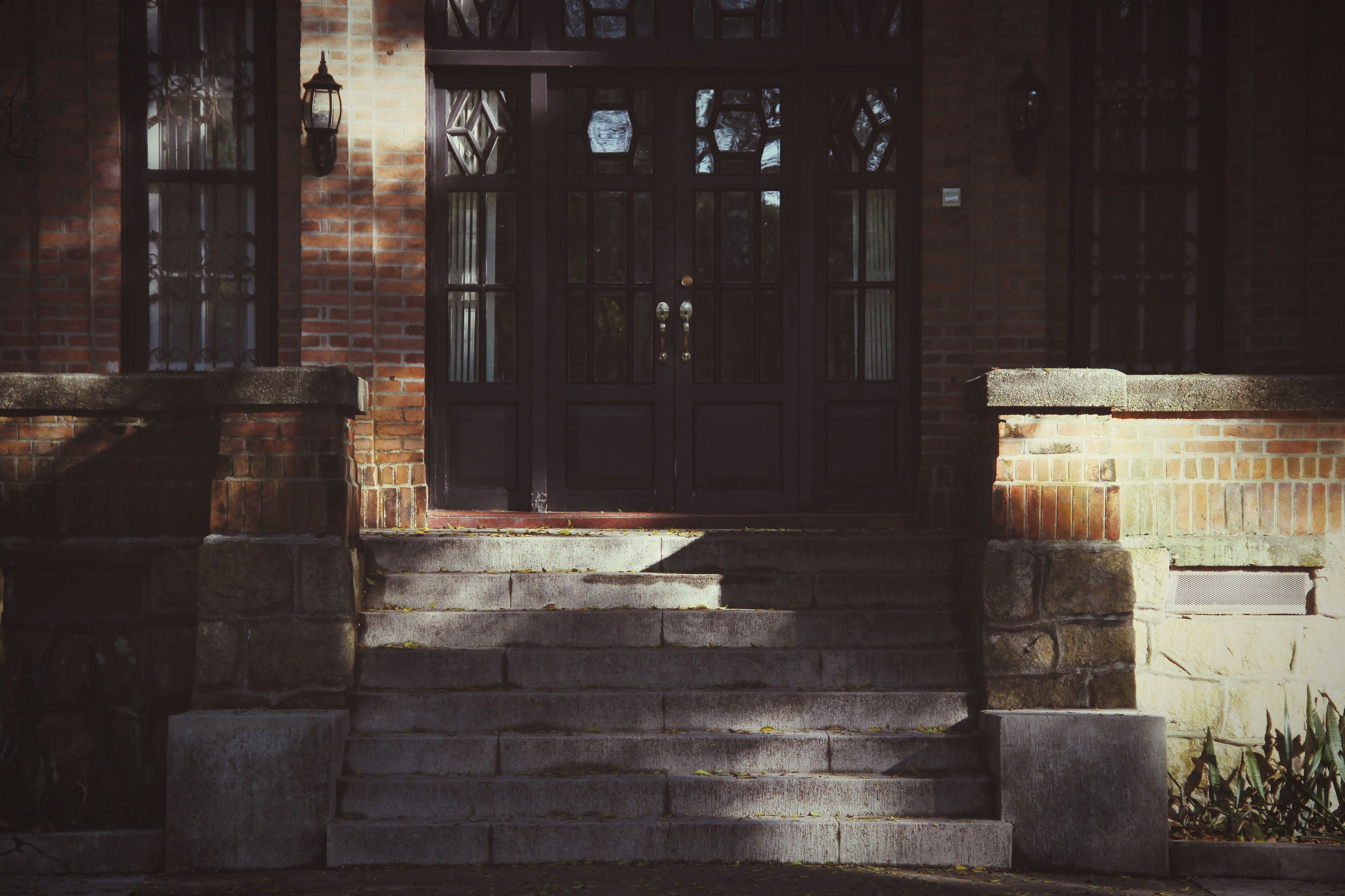 architecture, built structure, building exterior, window, building, sunlight, house, door, reflection, glass - material, day, wall - building feature, no people, indoors, brick wall, entrance, old, abandoned, city