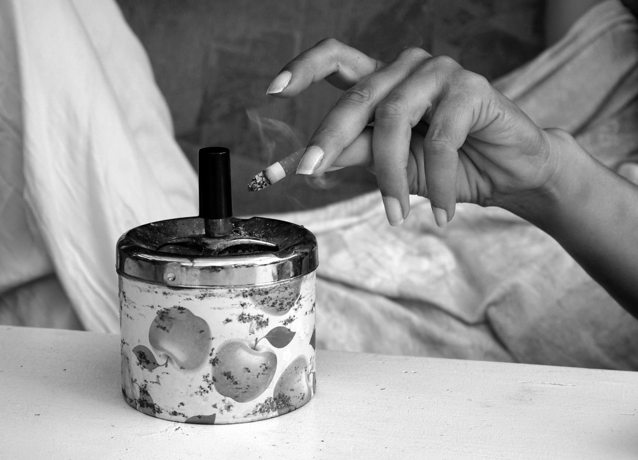 Close-up Day Focus On Foreground Human Body Part Human Hand One Person People Real People Cigarette  Smoking Ashtray  Nails Perfect Nails Table Addiction Women
