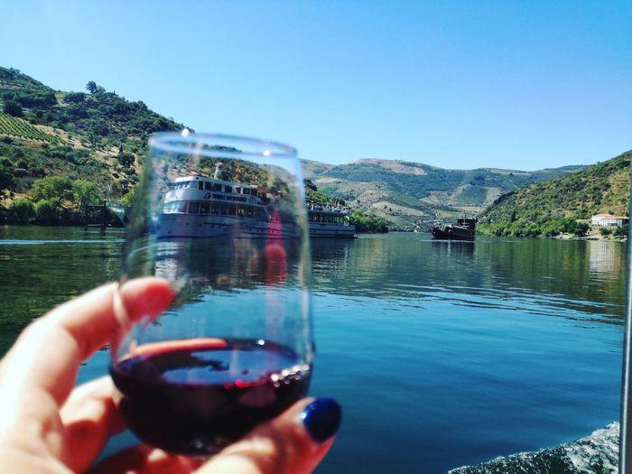 O que o Douro tem de melhor. #boat #BoatTourPortugal #Boattrip Water River Douroriver Dourovalley Douro Wine Douro River Portugal Douro Lindo Ilovedouro Riodouro Rio Douro Vinhas Vinhedos Socalcos Vinyards Landscapes Naturelovers Natureza Nature Beauty Nature Is Art