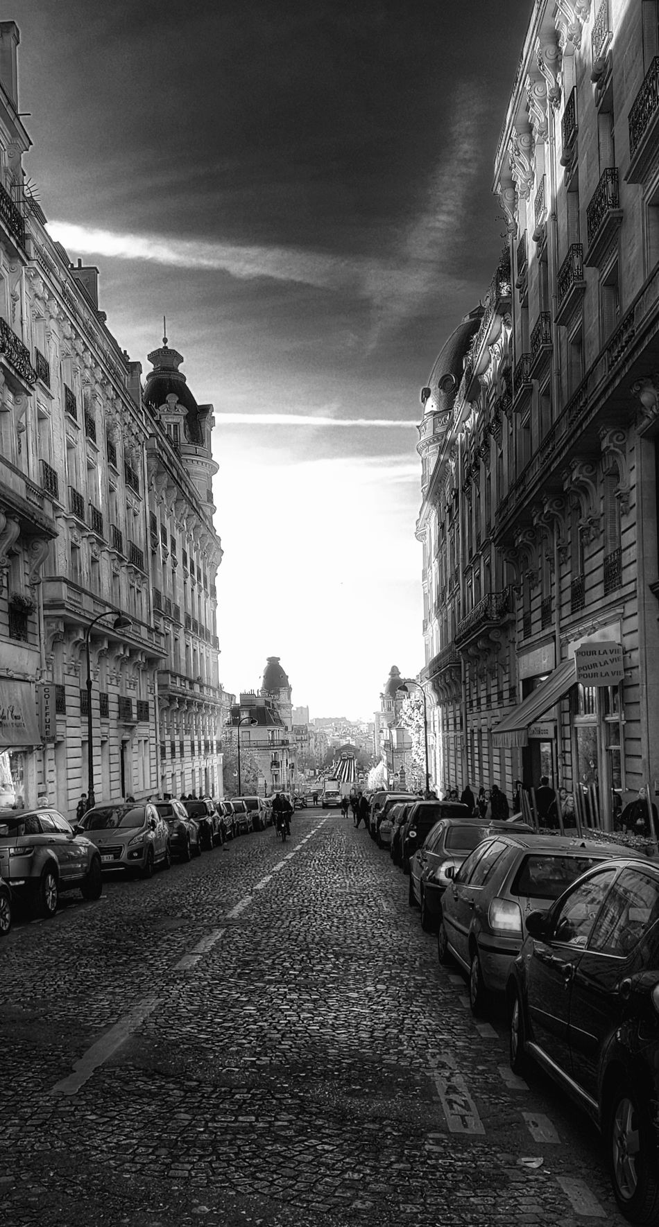 Architecture Built Structure Building Exterior City Capture The Moment Take Photos From My Point Of View Samsung Galaxy S7 Edge Ladyphotographerofthemonth Blackandwhite Photography Black And White Photography Cityscape Blackandwhite City Landscape Black And White Street People Paris ❤ Black And White Collection  Street Photography Streetphoto_bw City Life City Street