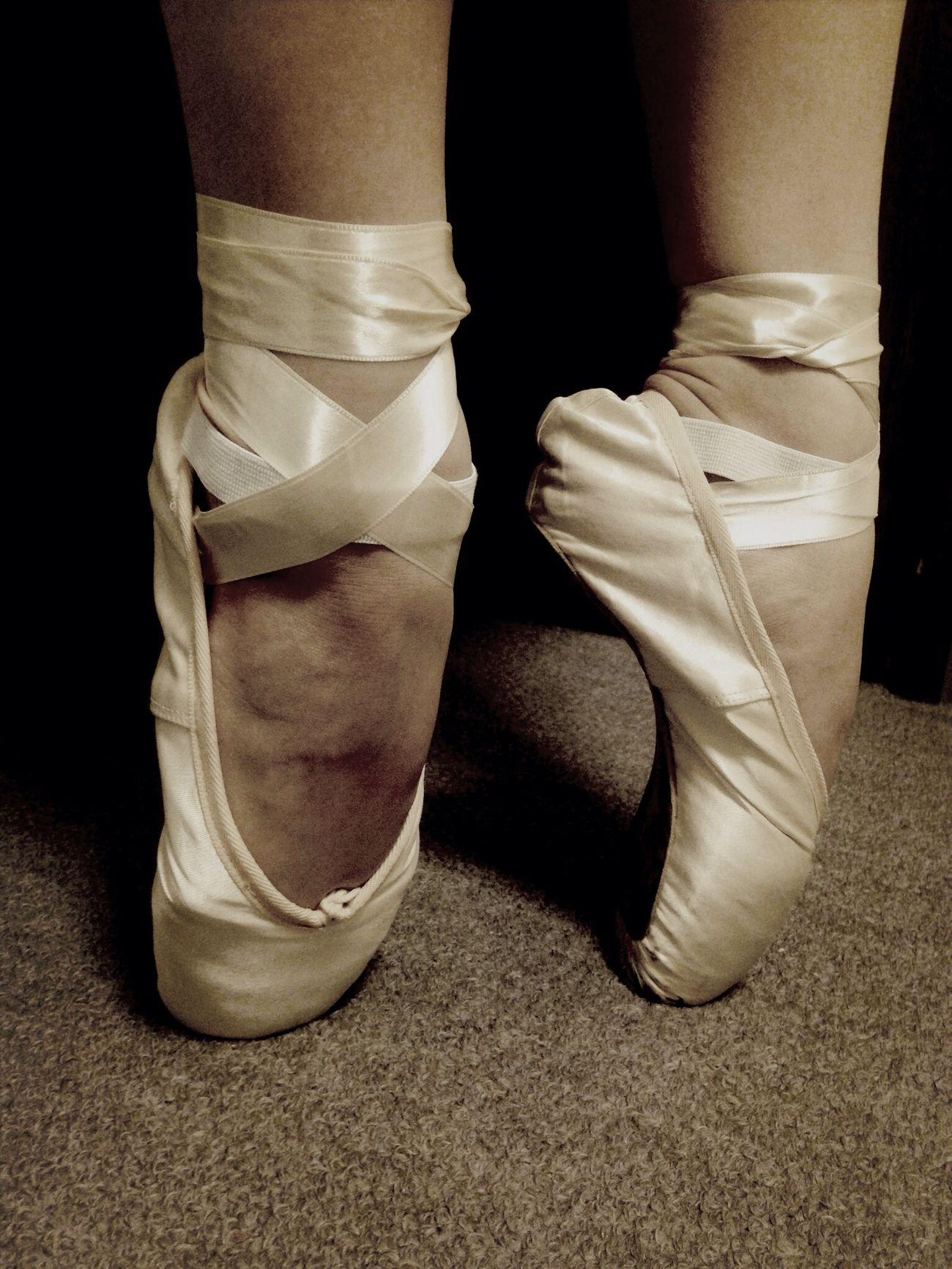 何と無く部屋掃除してたら、過去の努力の結晶がっT_T!思わず履いてしまった!このフィット感…指の痛い感じ…懐かしいT_T♡ Ballet Toe Juice
