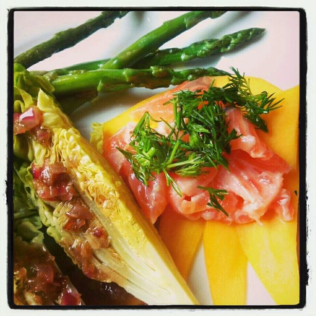 salmon carpaccio ceviche style served with mango,salad & baby asparagus Thx4cooking