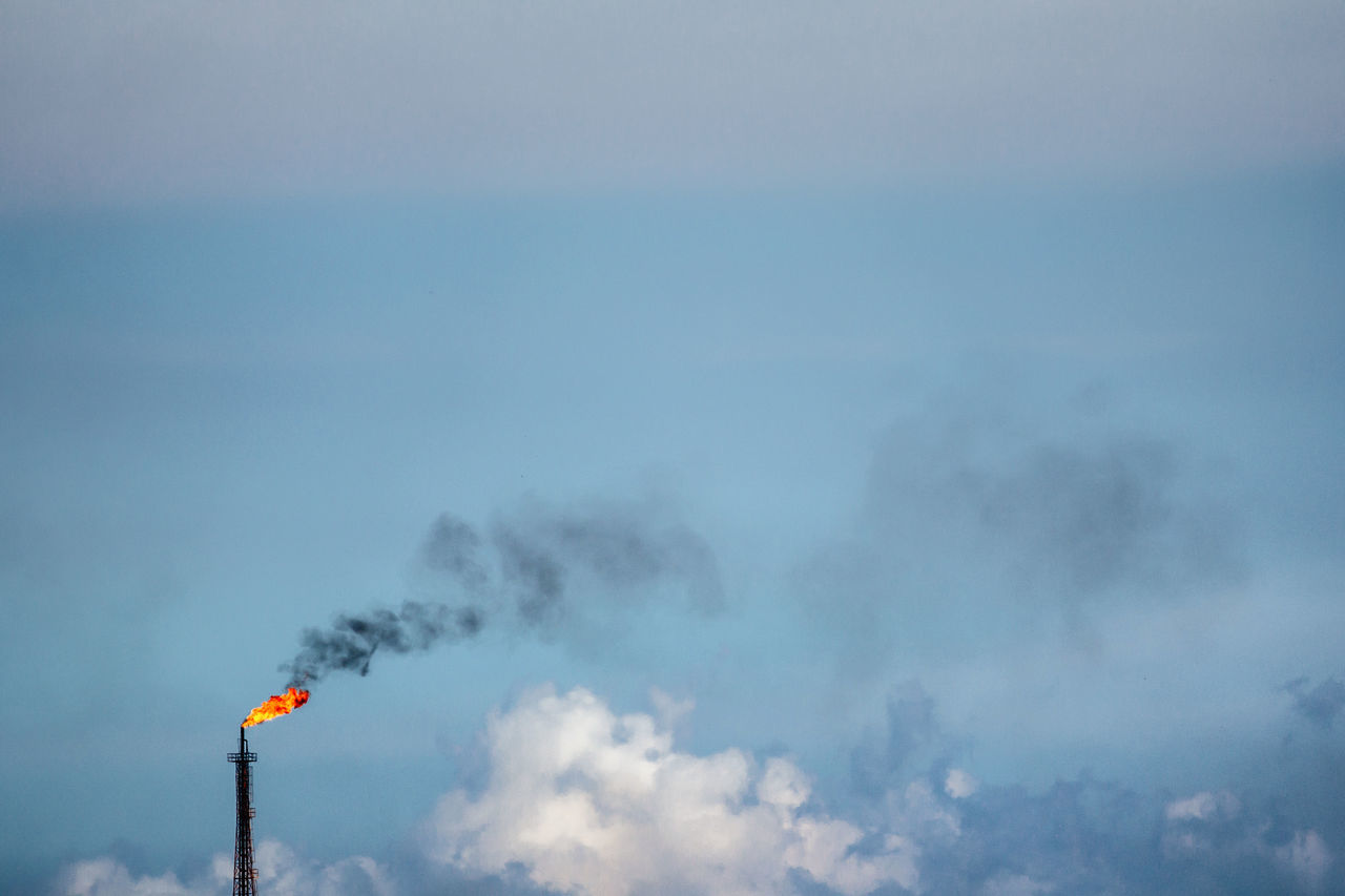 Black Smoke Cloud - Sky Cuba Collection Fire Getting Inspired Minimalism Nature No People Oil Refinery Outdoors Polution Polution Is All Around The World Sky Smoke Smoke - Physical Structure