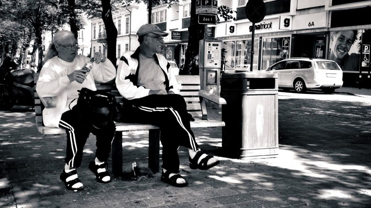 Waching the Streetwachers. Seeing myself 30+ years from now. Streetphotography