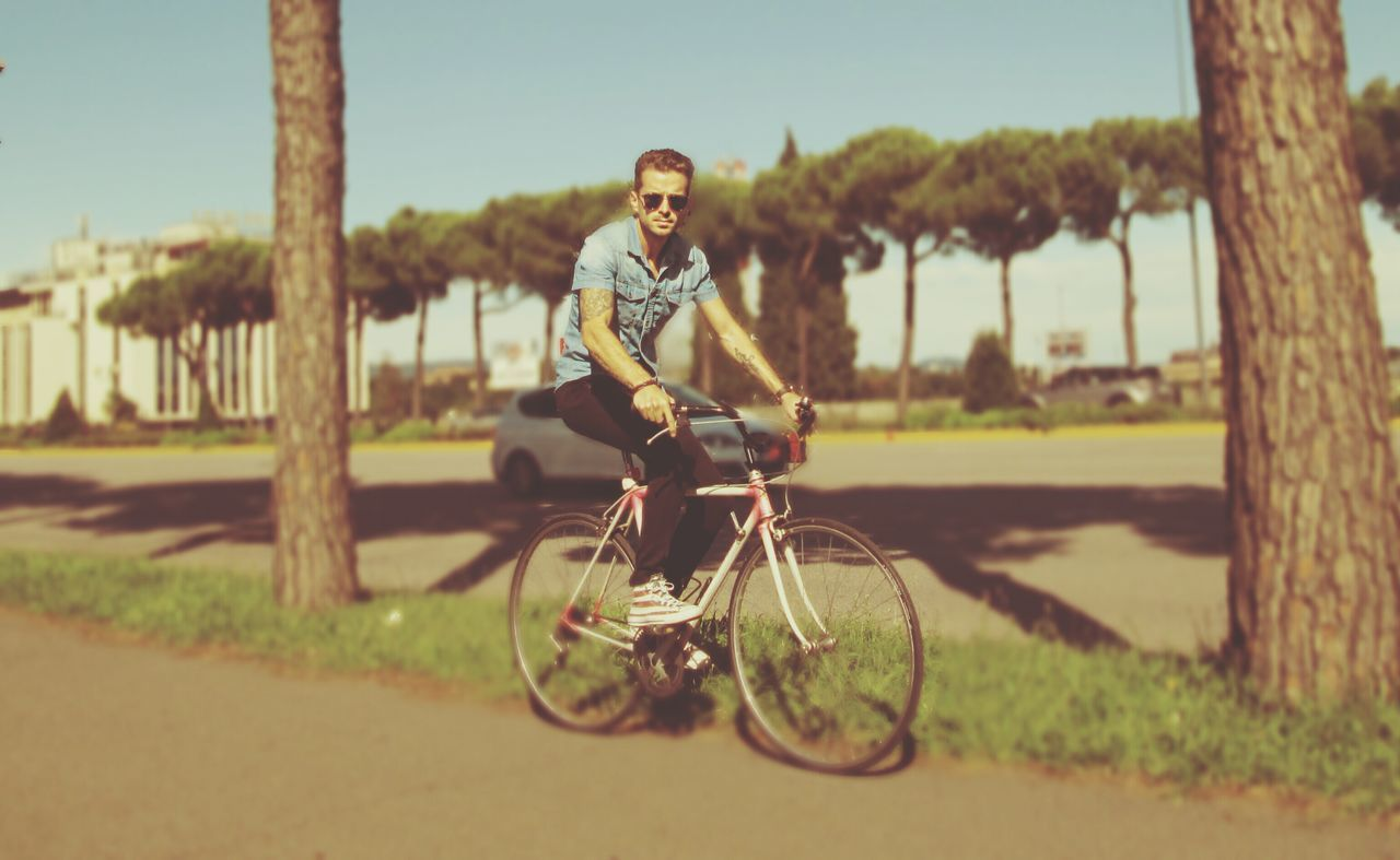 Beautiful stock photos of road, Bicycle, Caucasian, Clear Sky, Cycling