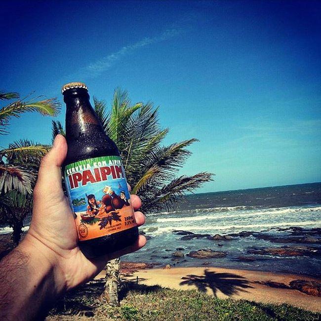 🍺 Saint Bier IPAIPIM 🍺 Das cervejas do Método Herege, é a cerveja de maior teor alcoólico e amargor. Na mistura de maltes especiais, é adicionada quantidade significativa de Aipim, raiz de alto teor de amido, que favorece a diminuição do corpo da cerveja. Na fervura são utilizadas generosas quantidades de lúpulos norte-americanos, que trazem um amargor intenso, além de aromas cítricos e de frutas tropicais. Caracterizada como uma Double IPA, é uma cerveja para quem procura o sabor do lúpulo e alto teor alcoólico. País: Brasil Graduação alcoólica: 7,5% Saintbier Ipaipim 9ninebeers Cerveja Beergasm Ilovebeer Bière Birra Beerme CERVEJASESPECIAIS Confrarianacionalbeer Craftbeernotcrapbeer Beerfest Beerlover Beeroclock Beerthirty Beergram Beer Beers Beerlovers Craftbeerporn BebamenosBebamelhor Devotosdoliquidosagrado Prost Hops cervejadeverdadeølölbrejacerva
