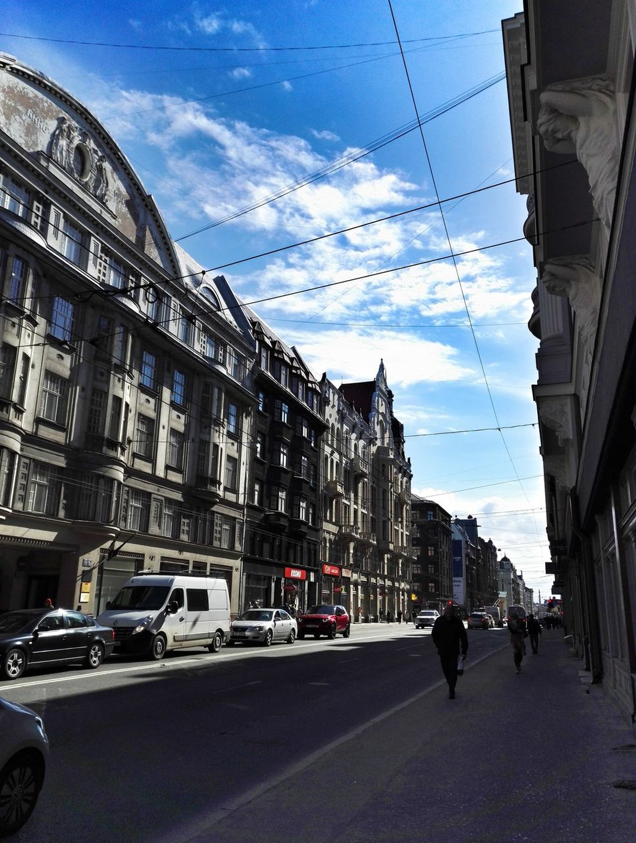 Architecture Building Exterior Sky Built Structure Street Outdoors Cloud - Sky Road Day City People Sky_collection