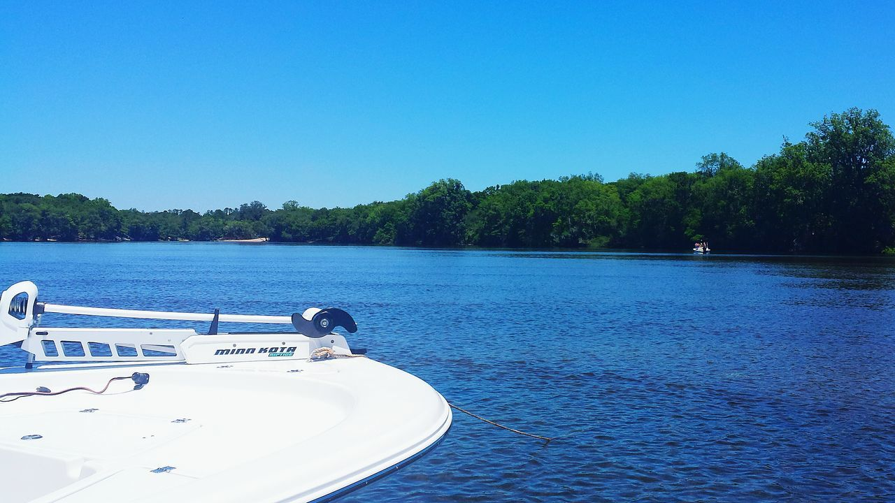Nautical Vessel Water Tree Clear Sky Outdoors Nature No People Riverbank Suwanee River Clear Sky The Great Outdoors - 2017 EyeEm Awards Rural Scene Florida Skies Florida Miles Away Boating Scenics Beauty In Nature Landscape
