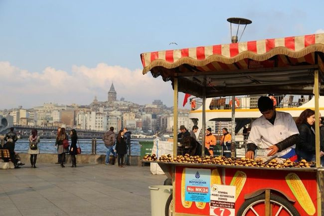 Eminönü/ İstanbul Cityscape Istanbuldayasam Istanbul Streetphotography People Galatakulesi Galata Tower Taking Photos Canon Canonphotography Canon 6D Canon 24-105 F4L City City Life Cityscapes