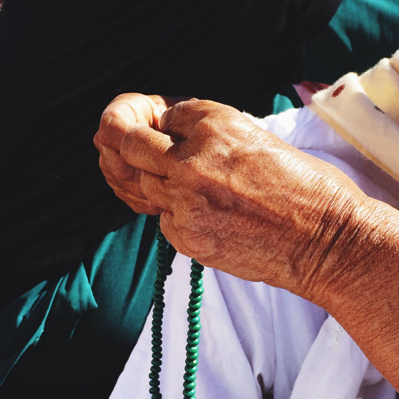 human hand, senior adult, wrinkled, human body part, senior women, real people, one person, close-up, holding, indoors, day, people