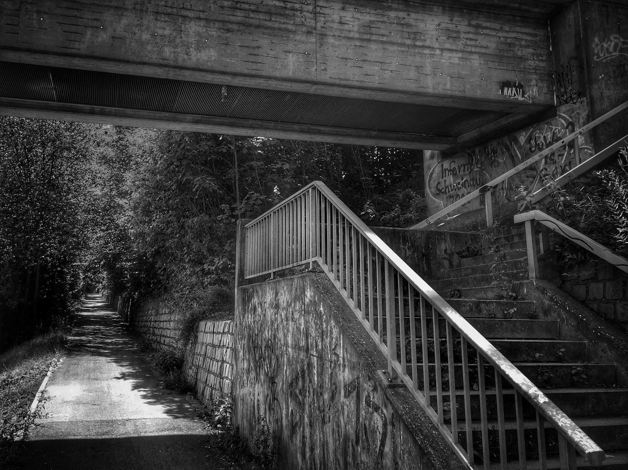 railing, bridge - man made structure, steps, steps and staircases, staircase, architecture, built structure, connection, the way forward, bridge, no people, footbridge, day, outdoors, hand rail, nature