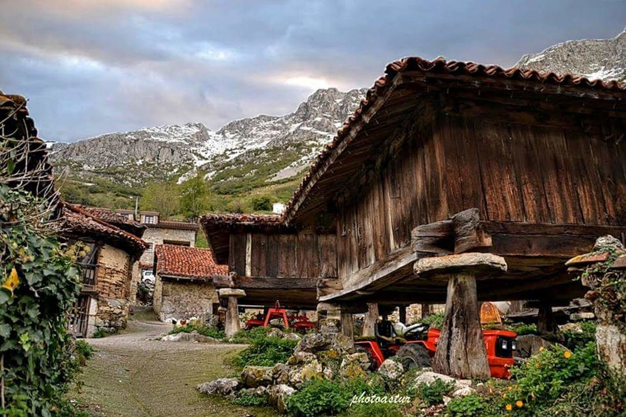Architecture Travel Travel Destinations Built Structure Tradition Beauty Sky No People Outdoors Nature Mountain Day Low Angle View Tree TOWNSCAPE Mountains And Sky Mountain_collection Mountains Snow Day Beauty In Nature Mountain Peak Mountain Range Nature Traditional House Traditional Building