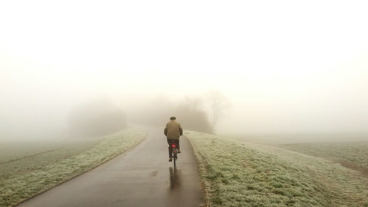 People And Places Bicycle Neblina Road Fahrrad Weg Nebel