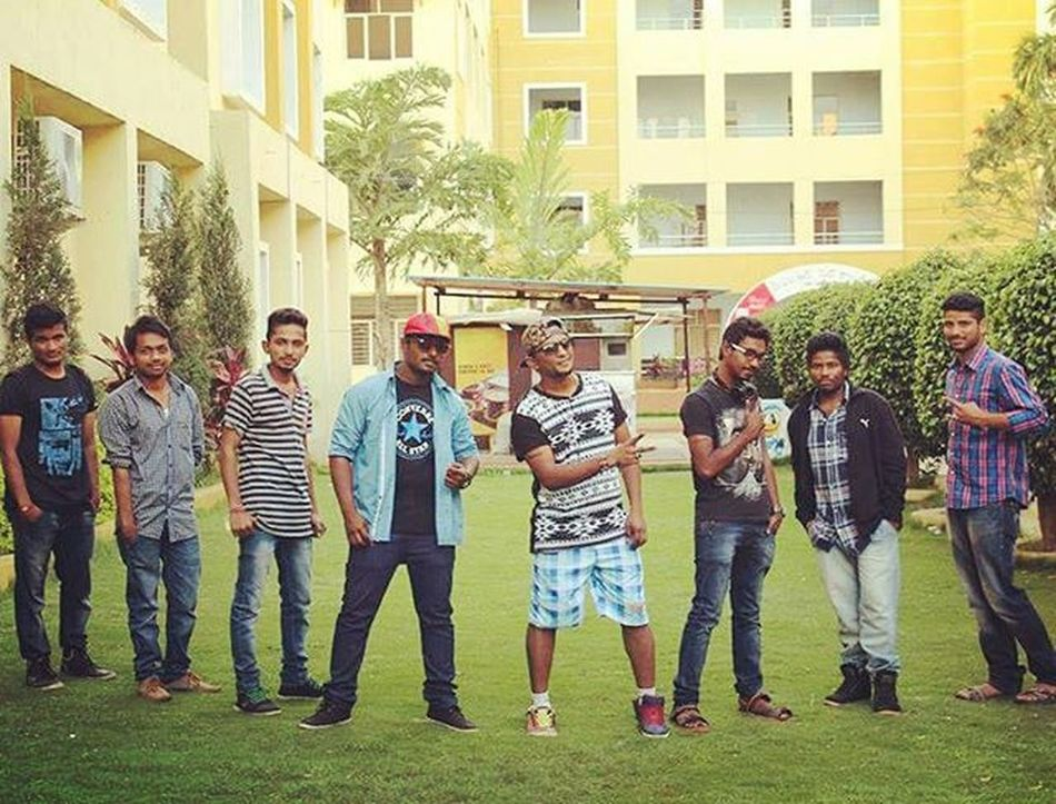 Throwback Memoriesinothercollege Collegelife Collegefun Collegefest CMRcollege Tatoostall Rapping Itwasfunondatday Lobostyle Posers YOLOSWAG