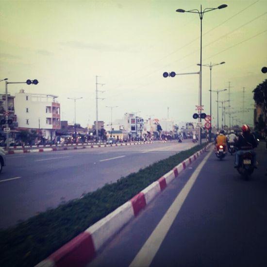 Somewhere in Saigon ! Buổi tối chạy rong ruổi trong cùng ngõ hẻm . Cảm giác đã mà lạnh thì cũng không vừa đâu ha :) First Eyeem Photo