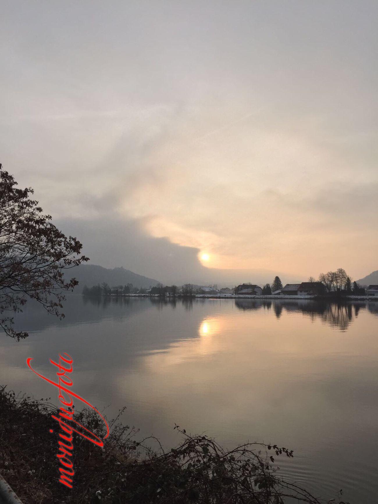 2017-01-27/08:30 Uhr. Die Sonne kämpft gegen den Frühnebel am Hochrhein bei Waldshut. 💕💗 Monique52 Rheinufer Waldshut-Tiengen Nebelig Morgenstimmung Sonnenaufgang❤
