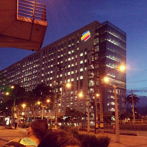 Night Lights Bancolombia Nightparty Nicetime Noches con luces que se mezclan con el ruido del transito