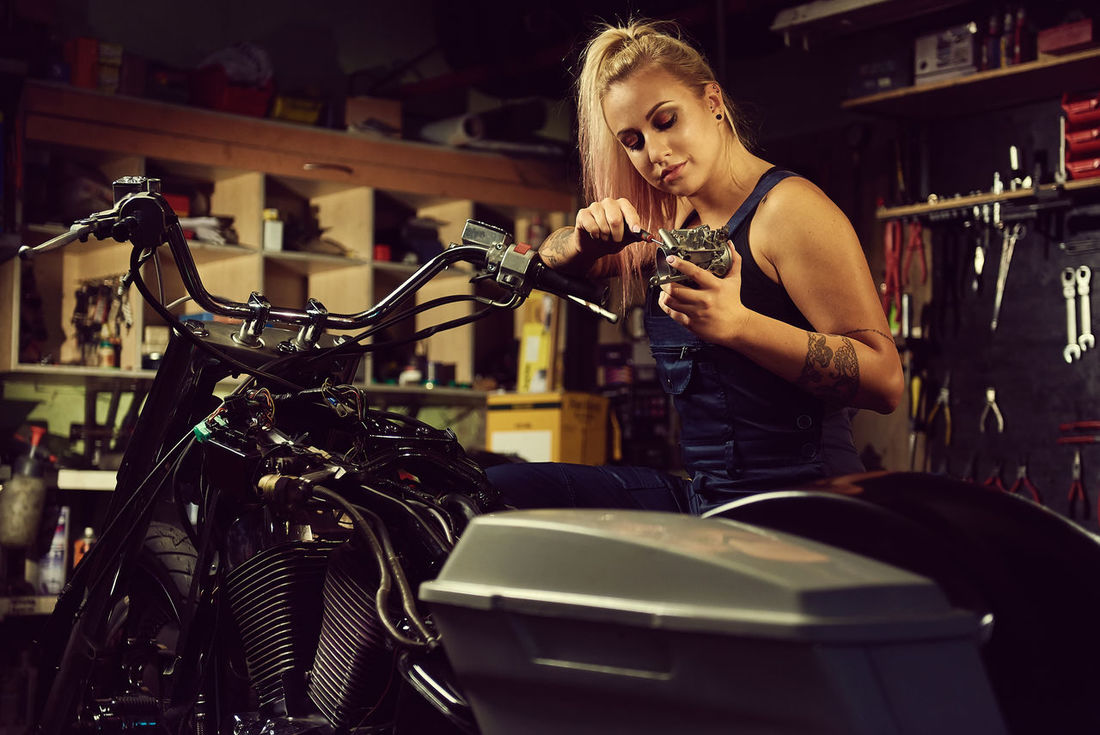 Carburator Dirty Master Moto Motor Motorcycle Repair Repairing Specialist Tolls White Woman Young Young Adult