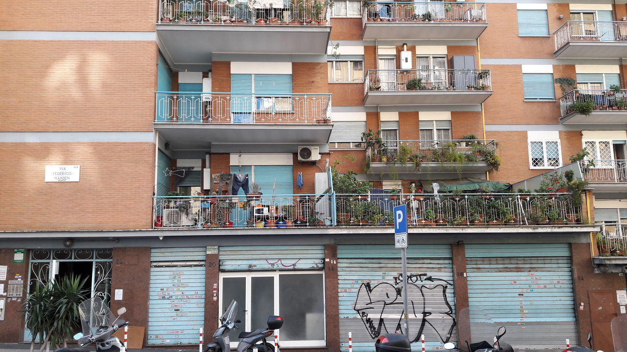 building exterior, architecture, built structure, day, real people, outdoors, balcony, men, city, one person, people
