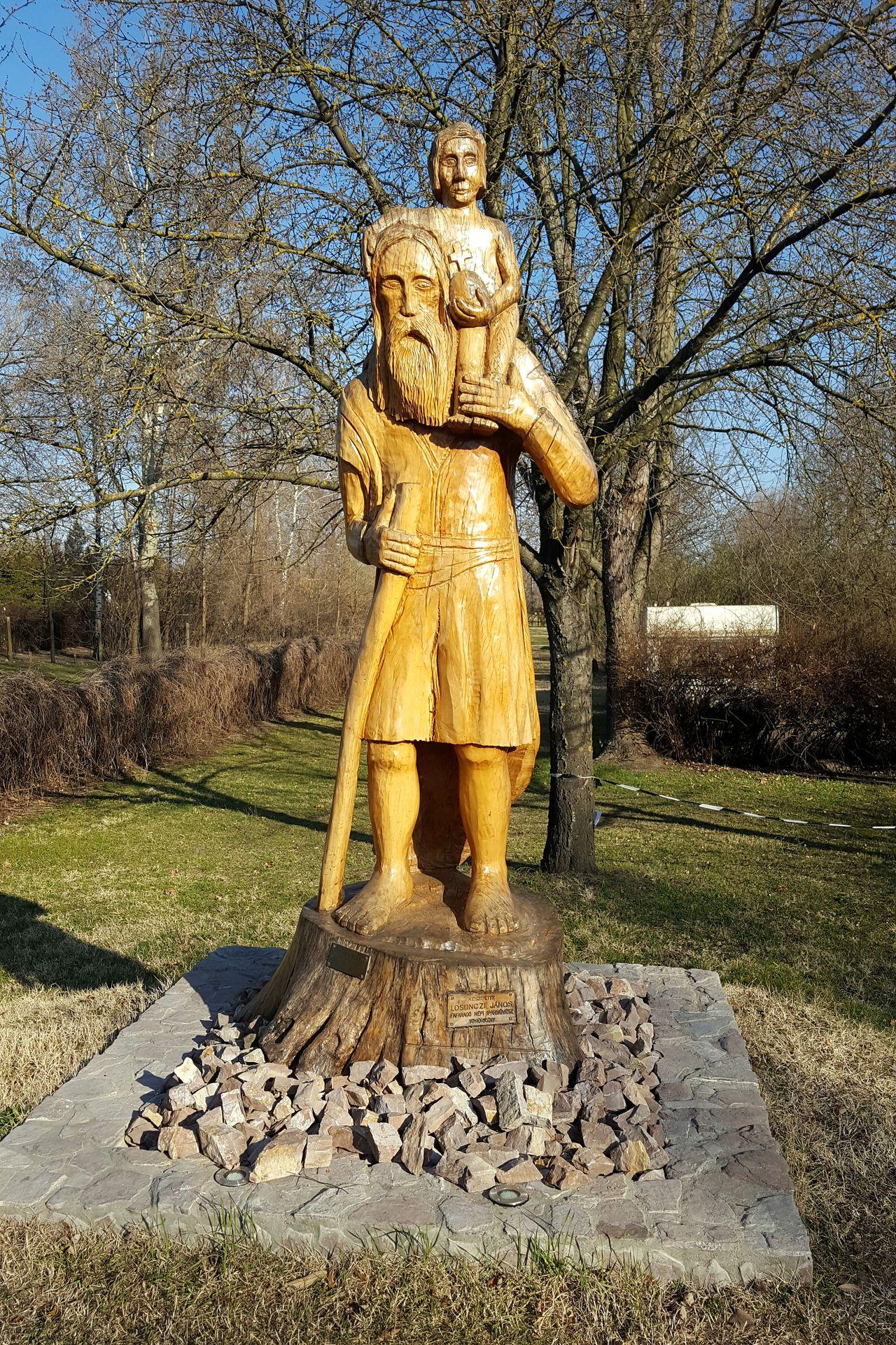 Credit to Losonczi János Woodcarver Folk Handicrafts Human Representation Kiskunmajsa Camping Statue Tree Sculpture Outdoors No People Sunlight