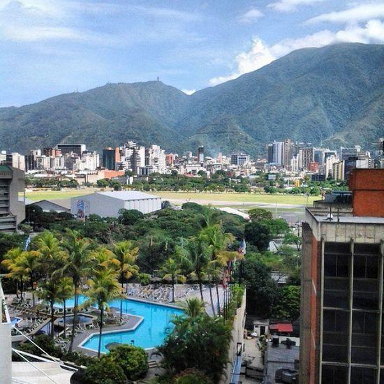 Caracas guapa!! chica como yo te quiero, que al escribir estas letras, se me paran los pelos!! @aloflamenko Caracas Streetphotovenezuela Igerscaracas Venezuelaes Insta_ve Instavenezuela
