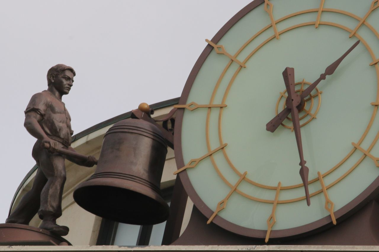 Clock chimes Low Angle View Male Likeness Human Representation Sculpture Statue Architecture Clock Face No People Bronze Statue Masculine